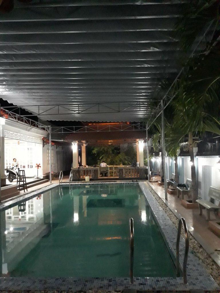 bạt che nắng bể bơi